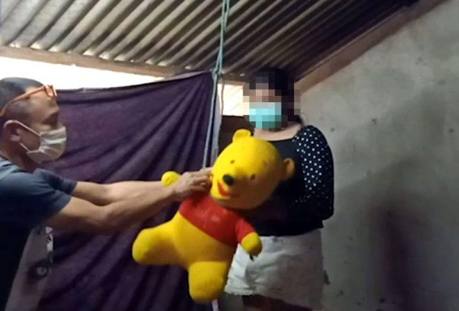 14 yaşındaki anne, eğlenmesine engel olduğu için 1 yaşındaki bebeğini asarak öldürdü