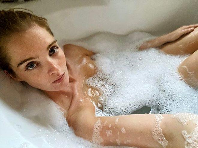 Victoria's Secret'ın kızıl saçlı meleği koronavirüse yakalandı