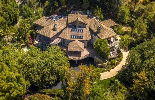 Selena Gomez'in milyon dolarlık gizli geçitli yeni malikanesi!