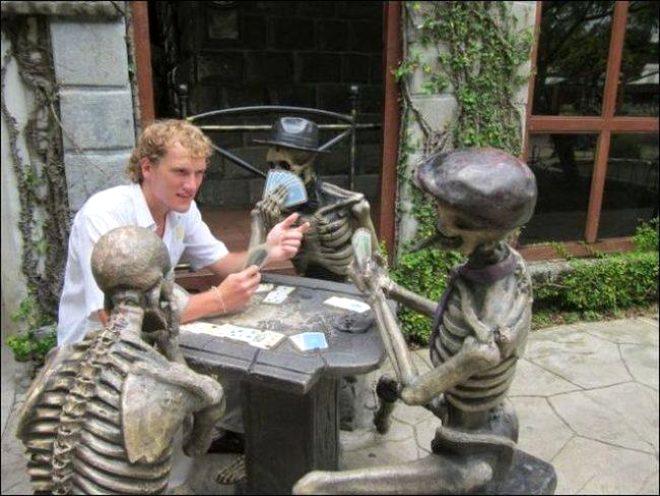 Pozlarıyla heykellere can veren insanların birbirinden eğlenceli anları!