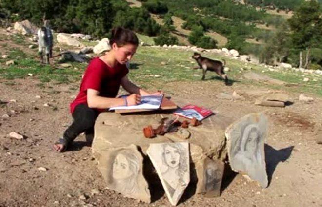 Çoban ressam, yanmış odun parçaları ile taşları sanat eserine dönüştürüyor!