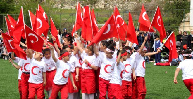 23 Nisan Bayramı ile gururlanıp kendileri için düzenlenen festivallerde eğleniyorlar! İşte dünyanın farklı yerlerinden ilginç çocuk gelenekleri