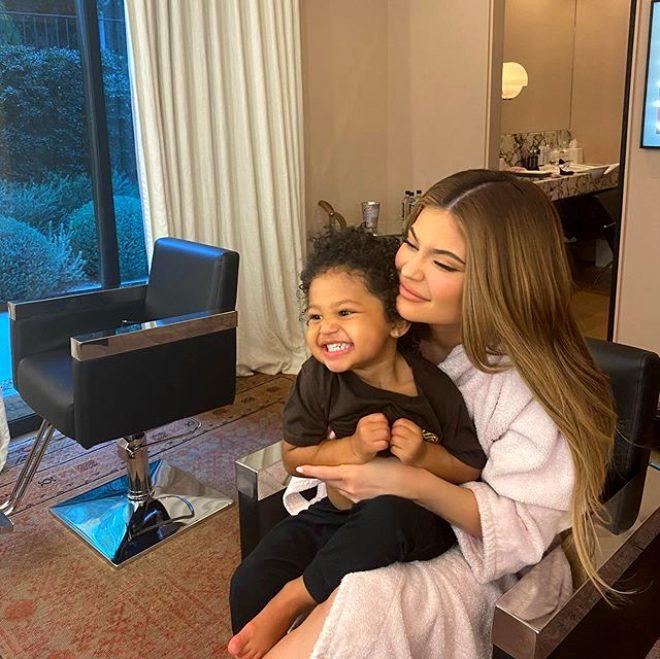 Genç milyarder Kylie Jenner, 36 milyon dolara aldığı malikanesinden ilk pozunu paylaştı
