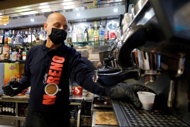 Virüsün binlerce can aldığı İtalya'da hayat normale dönmeye başladı! Milyonlarca insan iş yerlerine akın etti