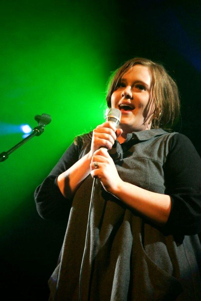 Bir yıl içinde 45 kilo veren yıldız şarkıcı Adele, adeta eridi! Görenler tanıyamıyor