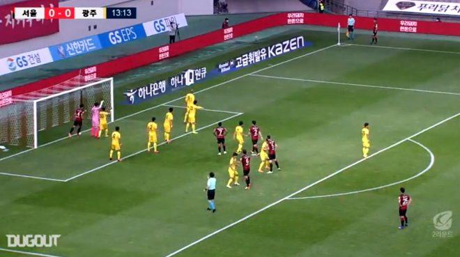 Güney Kore'de oynanan bir maçta, tribüne cinsel ilişki oyuncakları yerleştirildi