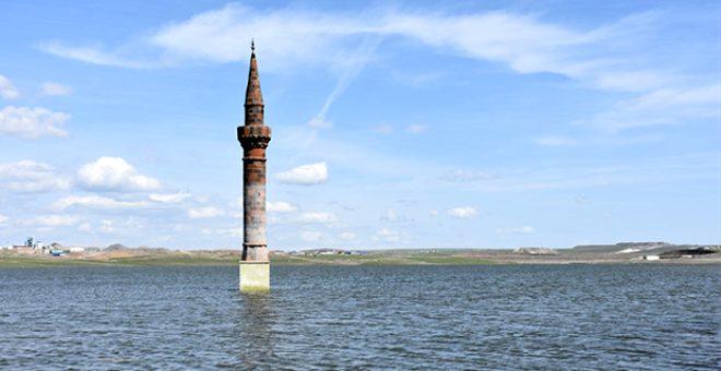Halfeti değil Kars! Suya gömülen köyden geriye sadece minare kaldı