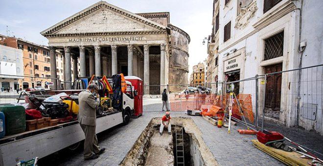 Pantheon tapınağının önündeki yol çöktü, ortaya çıkanlara kimse inanamadı