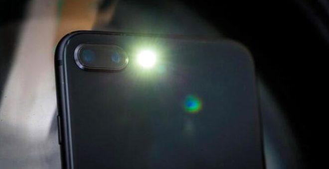Telefonunuzun flaş ışığına dikkat! Gizli kalan özelliğini öğrendiğinizde çok şaşıracaksınız