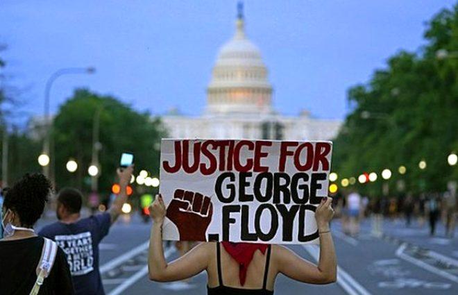 Trump karşıtı ünlü model Chrissy Teigen, tutuklanan protestocular için 200.000 dolar kefalet bağışladı
