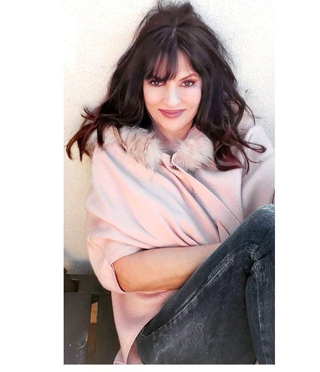 Bikinili pozlarıyla yıllara meydan okuyan 57'lik oyuncu Aydan Şener: Filtre kullanmam, samimiyetsiz buluyorum!