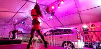 Striptiz kulübünden, salgın sebebiyle yeni uygulama! Müşteriler araç içinden izleyecek