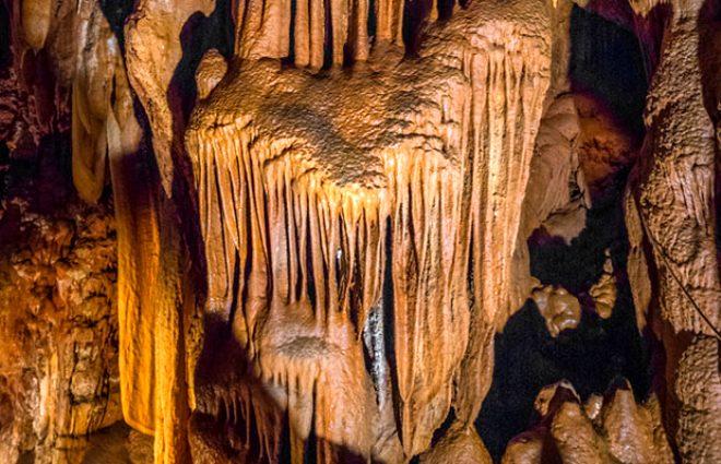 Hüzünlü bir aşk hikayesini bağrında saklayan milyonlarca yıllık mağara: Baredine Mağarası