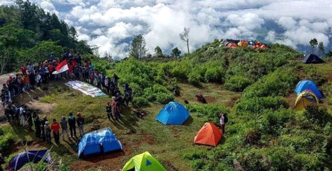 Endonezyalılar'ın çılgın geleneği! Bu dağda ayda bir, evli bekar fark etmeksizin yabancılarla cinsel ilişkiye giriyorlar