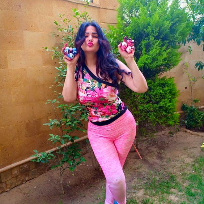 Mısırlı ünlü dansçı Sama el-Masry'nin göbek dansına 3 yıl hapis cezası