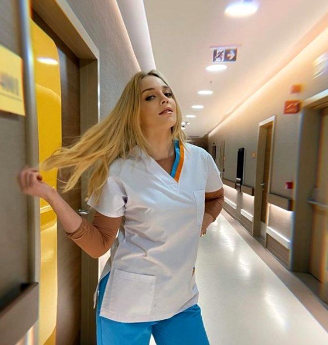 Mucize Doktor'un Açelya'sı bu kez dansıyla değil örgü bikinili pozlarıyla ortalığı yaktı geçti