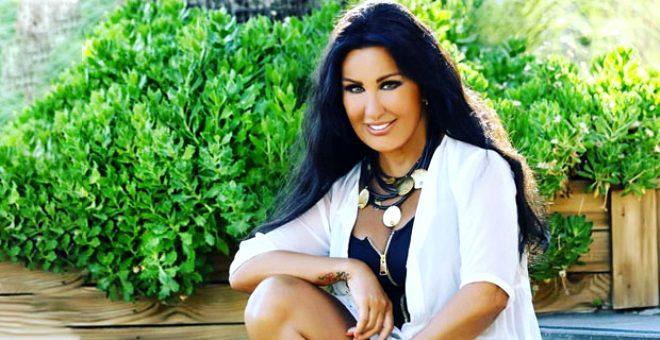Türk Pop Müziği'nin 66'lık güzeli Nükhet Duru, mayolu pozuyla sosyal medyayı salladı