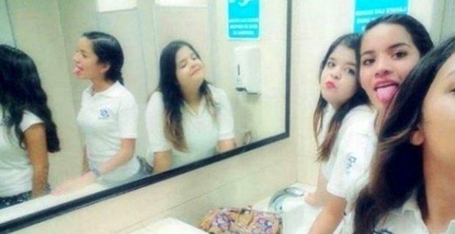 Kimse ne olduğunu açıklayamadı! 3 kız öğrenicinin çektiği selfie'deki detay kan dondurdu