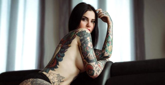 Megan Fox'a benzemek istemeyen sosyal medya fenomeni, vücudunu dövmeyle kaplattı