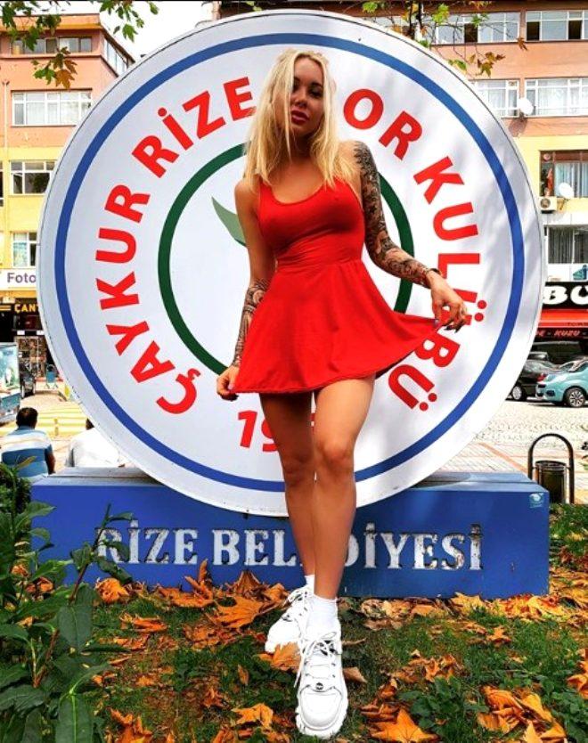 Kulüp başkanı da olan Süper Lig'in yengesi Mykola Moroziuk, çıplak pozunu karpuz dilimiyle sansürledi