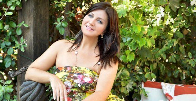 Photoshop'un ayarını fazla kaçırdı! 50'lik Sibel, 26 yaşındaki kızına benzedi