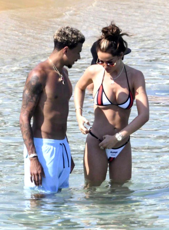 Tottenham oyuncusu Dele Alli, sezonun stresini tatilde sevgilisini öpücüklere boğarak attı