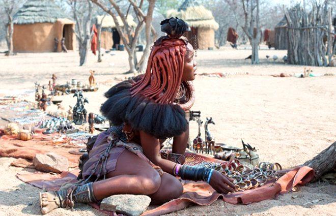 Bu kabilenin kadınları çıplak geziyor! Hamile kalma yöntemleri kendilerinden daha da ilginç