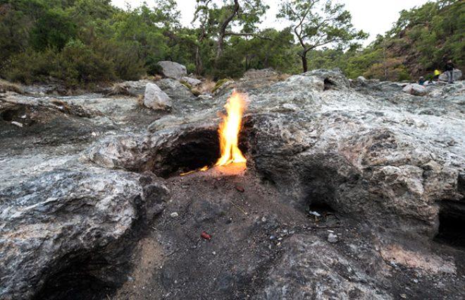 Dünyada eşi benzeri olmayan hazinemiz! 2 bin 500 yıldır sönmeyen ateş: Chimaera