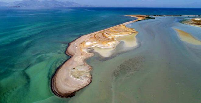 Türkiye'nin en büyük gölünde korkutan manzara! Su seviyesi 1 metreye düştü