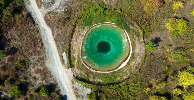 Amanos'un nazar boncuğu görünümlü yangın göleti, görenleri hayran bırakıyor