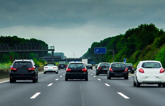 Almanya'da otobanda benzininizin bitmesi yasak