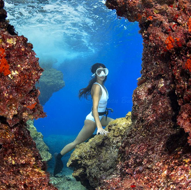 Tek nefesle dakikalarca su altında! Akdeniz'in 'deniz kızı' görenleri hayran bırakıyor