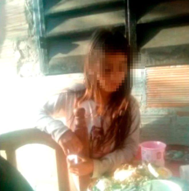 Küçük kıza cinsel istismarda bulunup öldüren caniyi halk maket bıçağı ile delik deşik etti