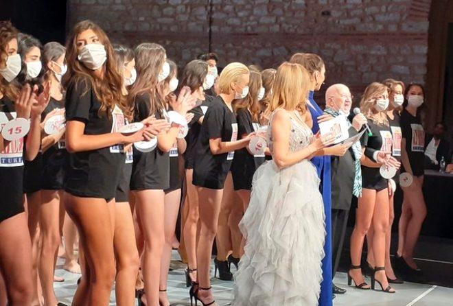 Best Model of Turkey'in 15 yaşındaki kraliçesi Melisa İmrak tartışma yarattı