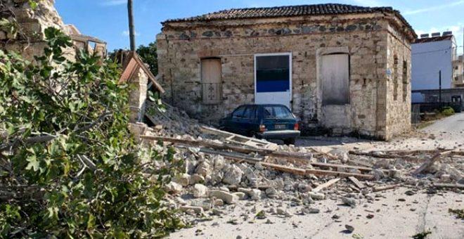 Depremin kucağındaki Yunan Adası Sisam'da da manzara vahim! Sokaklar taş yığınıyla doldu