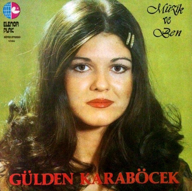 Gülüşü de aynı buğulu bakışı da! Türk müziğinin efsane güzeli yıllara meydan okuyor