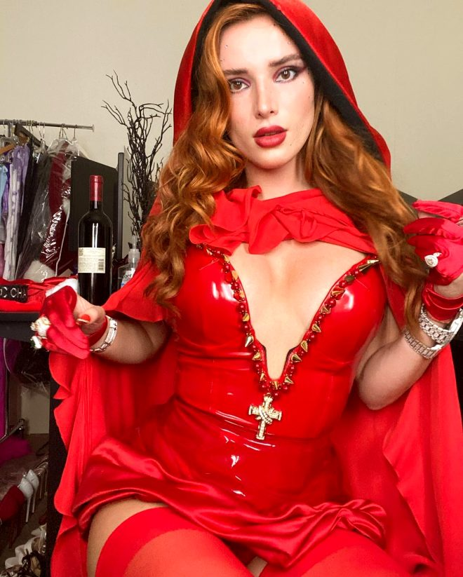 Cinsel içerikli sitede 24 saatte 8 milyon lira kazanan Bella Thorne dur durak bilmiyor! Son pozuna beğeni yağdı