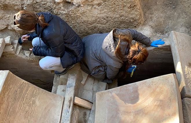 Anıt mezarın üstündeki mesajı gören arkeologlar 1500 yıllık uyarıyla karşılaştı