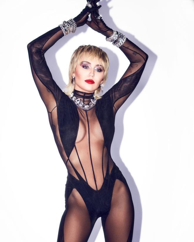 Dua Lipa ile müstehcen pozlar veren Miley Cyrus'tan bomba yorum: Maalesef onunla cinsel ilişkiye girmedik