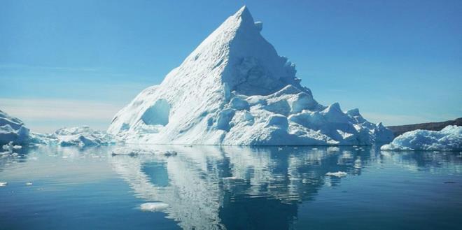 2033 - Kutuplardaki buzullar eriyor. Okyanusların su seviyesi yükseliyor