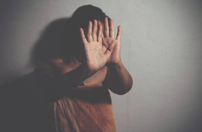 Para karşılığı gönderildi! Kumarbaz kocasının arkadaşları tarafından toplu tecavüze uğradı