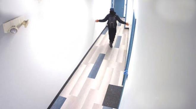 Tuvalete kadar takip ettiği 14 yaşındaki kıza cinsel organını gösterip koridorda tecavüz etmeye kalktı