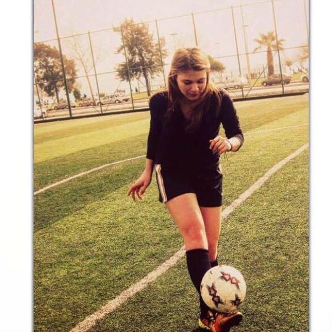 Güzel futbolcu Sancakay Ilım, Survivor'a günler kala adından söz ettirmeye başladı! Paylaşımları olay