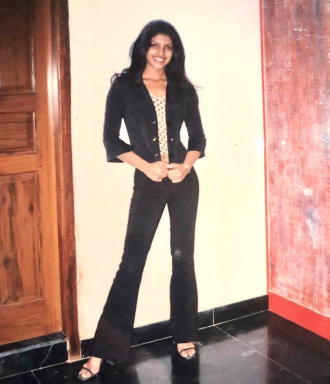 Güzellik kraliçesi olmadan önceki fotoğrafını paylaştı! Priyanka Chopra'nın değişimi herkesi şaşkına çevirdi