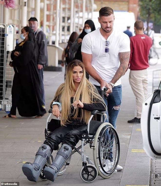 Katie Price'ın geçirdiği kaza yüzünden bir gecede hayatı değişti: Artık yürüme engelliyim
