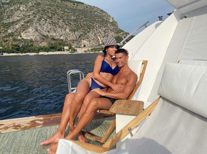 Ronaldo'nun sevgilisi sınırları zorladı! Verdiği çıplak pozlar Avrupa'da gündem oldu