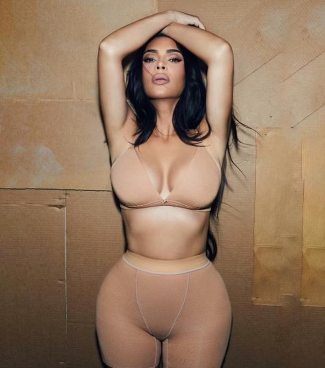 Boşanma öncesi sınırları yıktı geçti! Kim Kardashian bu kez tamamen soyundu