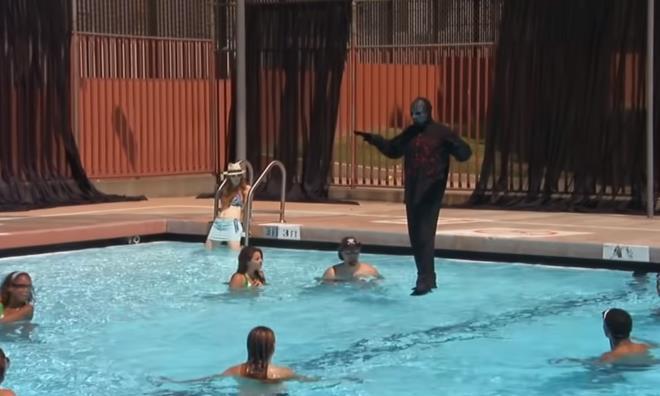 Su üstünde yürüyen sihirbaz kendini ifşa etti! Yaptığı hile şeytanın bile aklına gelmez