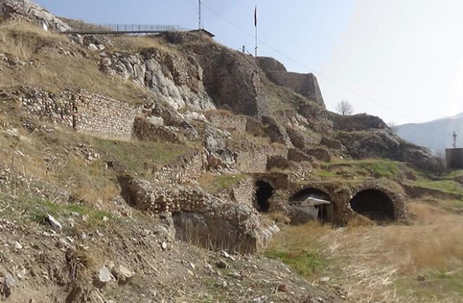 140 metreye inilince çalışmalar aniden durdu! Fatih'in çocukluk arkadaşı Kont Drakula'yı sürgüne gönderdiği kale gizemini koruyor