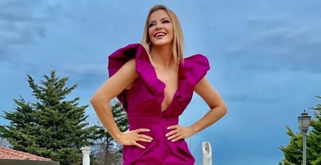Tatil sezonunu erken açan Ivana Sert, siyah bikinisiyle şov yaptı